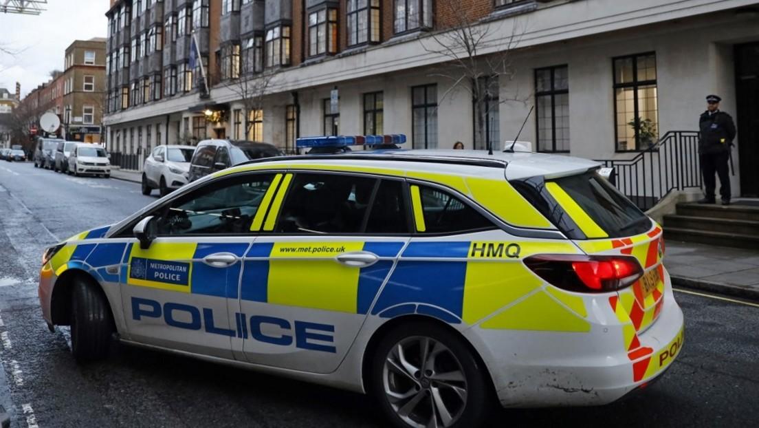 """Weil sie ein """"Charlie Hebdo""""-T-Shirt trug: Frau in London mit Messer angegriffen"""