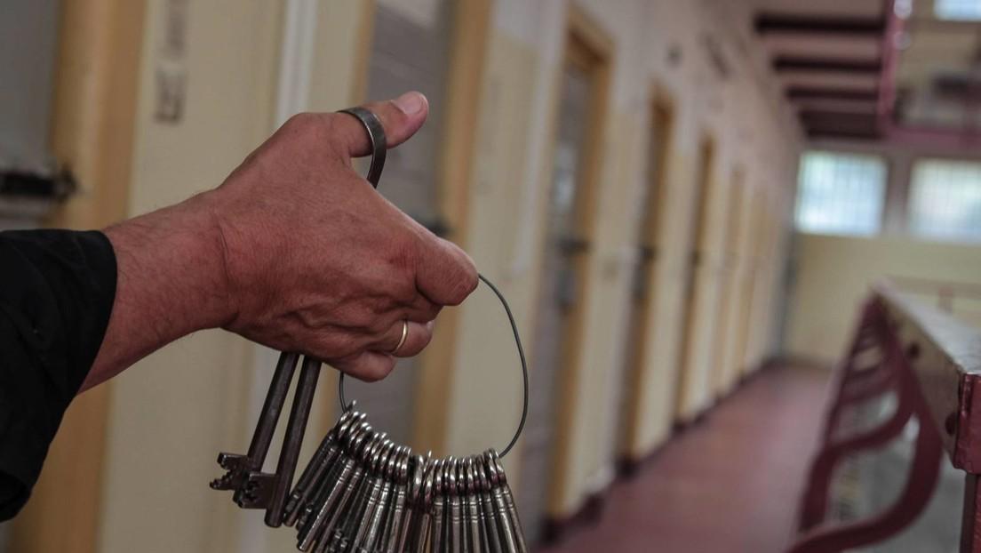 Symbolbild; Manager des Kulturhauses Berlin Lichterfelde - ehemaliges Frauengefängnis - mit Knastschlüsseln