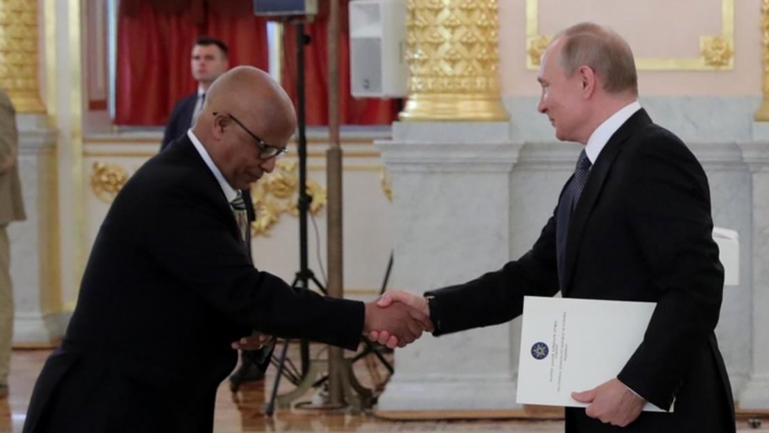 Äthiopischer Botschafter in Moskau: Meine Mitbürger tragen Fotos von Putin bei sich