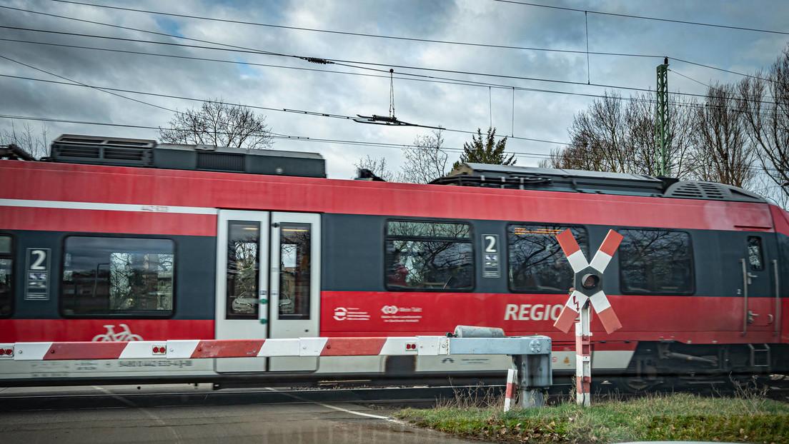 Zusammenstoß mit Lkw: Regionalbahn Berlin-Szczecin entgleist – acht Verletzte