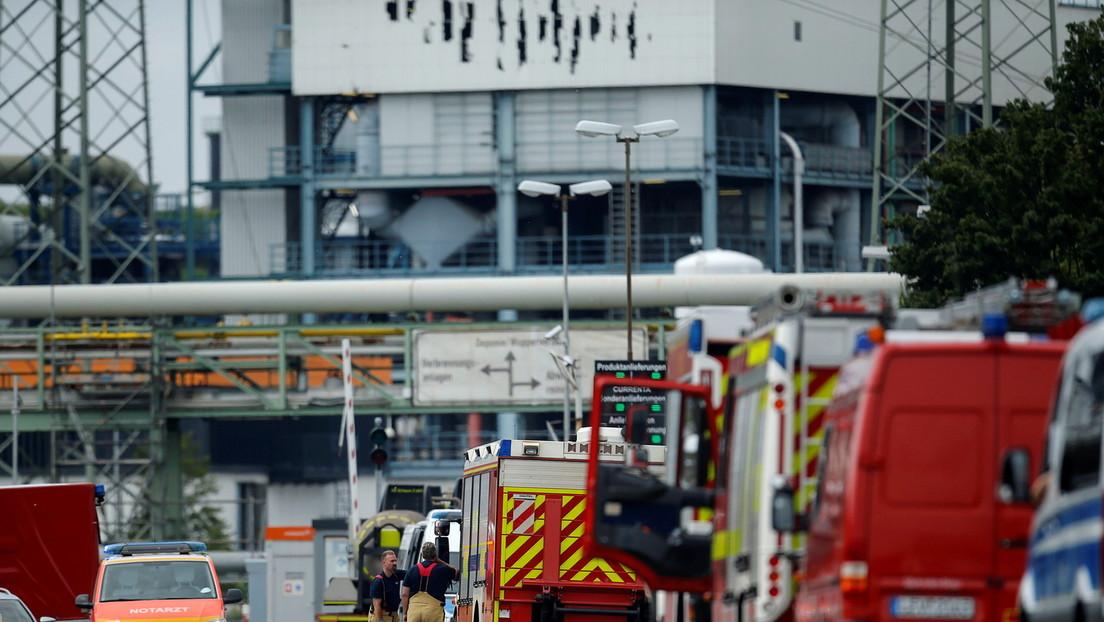 Ermittlungen in Leverkusen: Polizei und Umwelt-Analysten untersuchen den Ort der Explosion