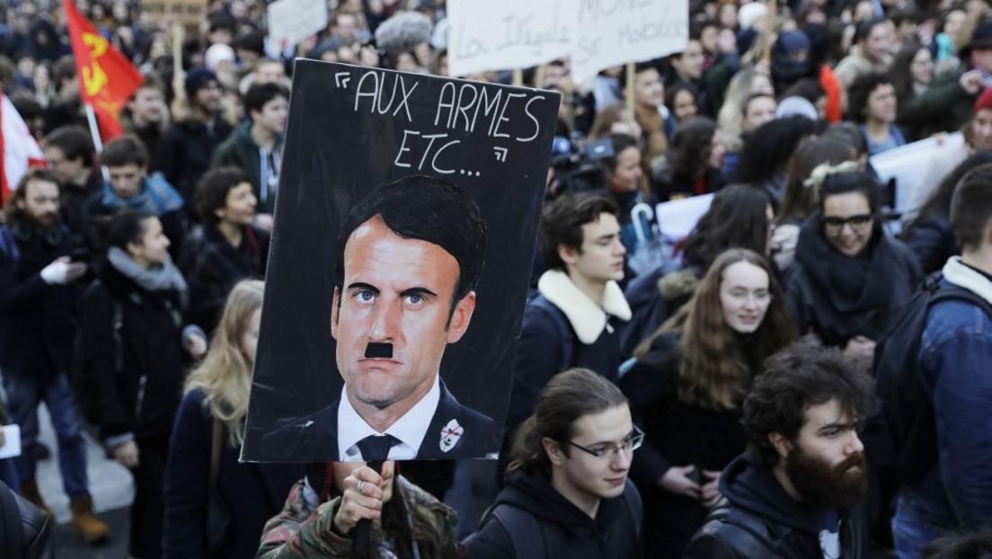 Beleidigung oder Meinungsfreiheit? Macron klagt gegen Darstellung als Hitler