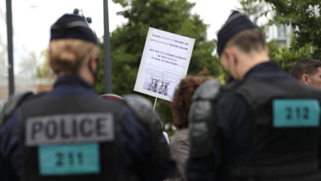 LIVE: Demonstration gegen Gesundheitspass und Impfpflicht in Paris