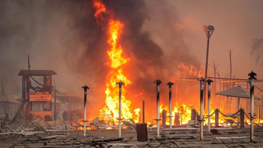 Feuersturm auf Sizilien – Touristen müssen vom Strand gerettet werden