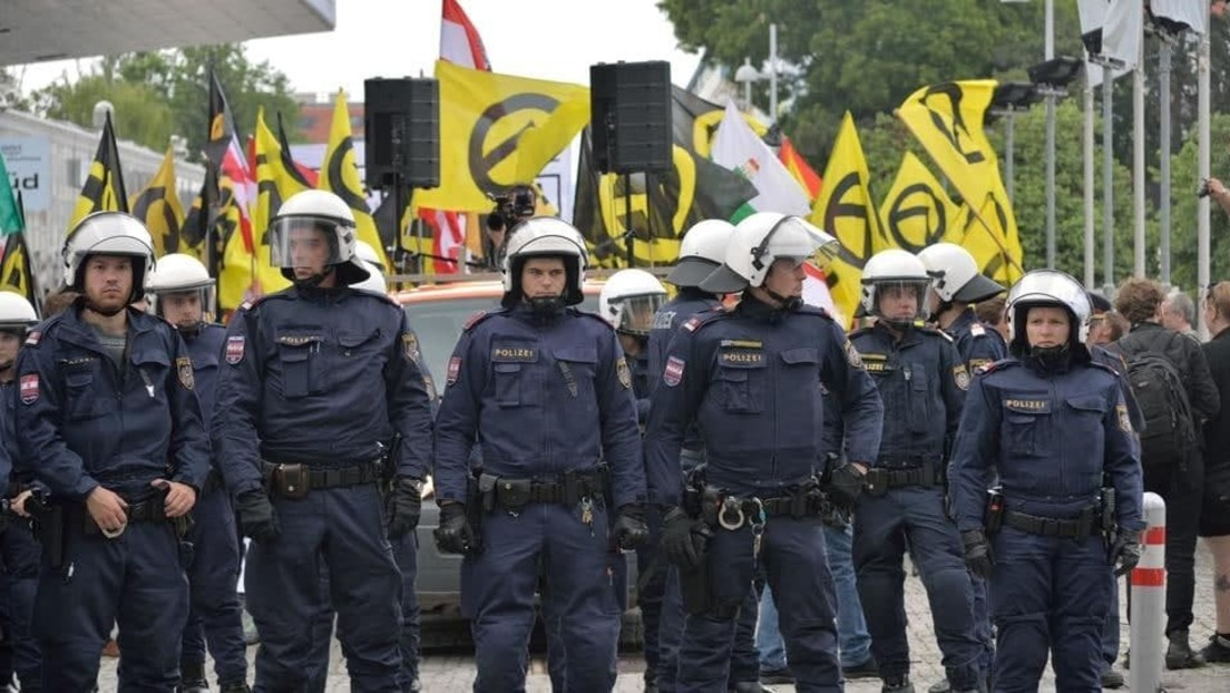 LIVE: Rechtsextreme Gruppen protestieren in Wien gegen Verbot ihrer Logos, Gegenproteste erwartet