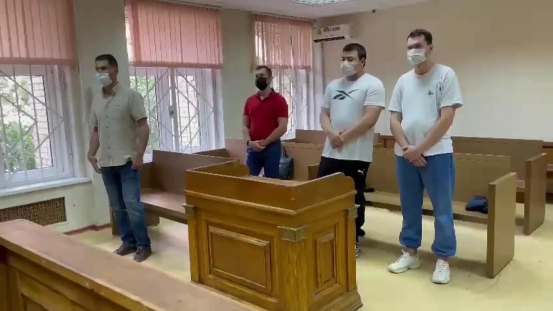 Gefängnis für Streich: Zwei Jahre Haft für Blogger nach imitiertem COVID-19-Anfall in U-Bahn