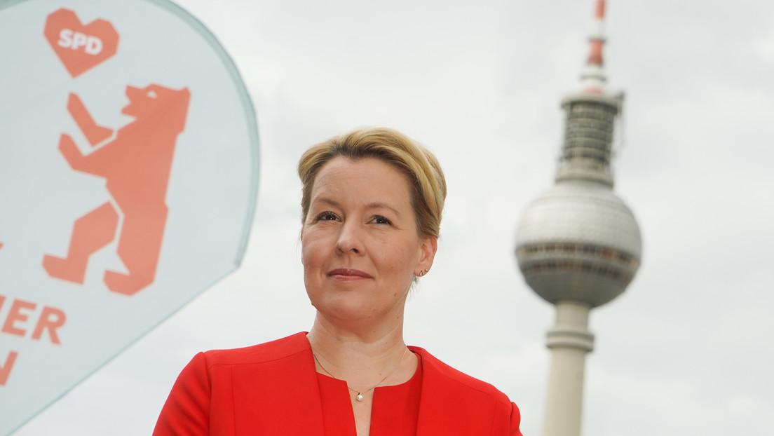 SPD-Wahlkampf in Berlin: Spitzenkandidatin Giffey posiert mit E-Auto im Halteverbot