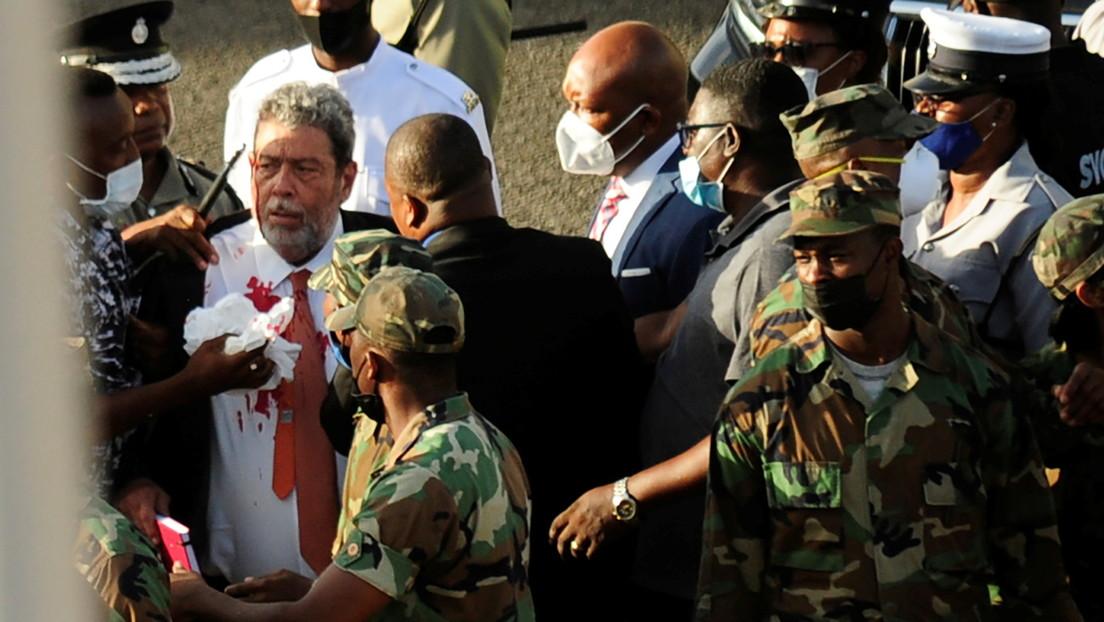 Premierminister von St. Vincent und den Grenadinen beim Protest gegen Impfpflicht verletzt