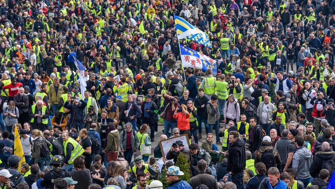 LIVE: Gelbwesten protestieren in Paris gegen Gesundheitspass und Zwangsimpfungen