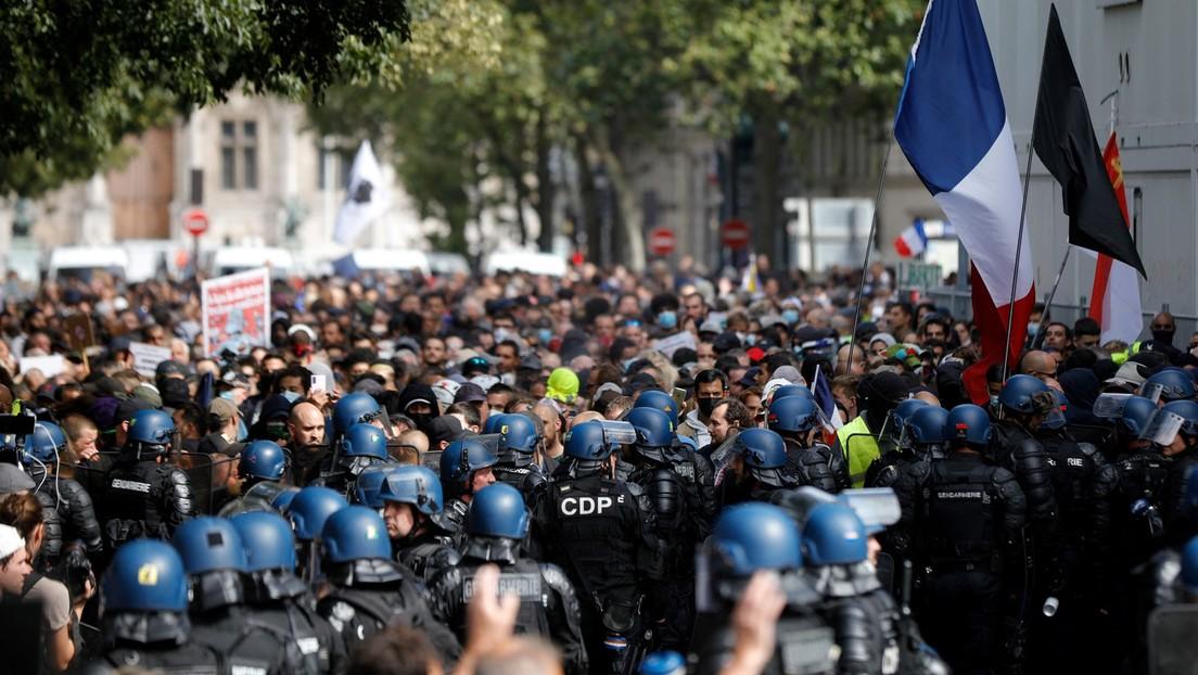 Die Proteste in Frankreich lassen nicht nach! Bilder zeigen Massen von Bürger die gegen den Impfpass marschieren