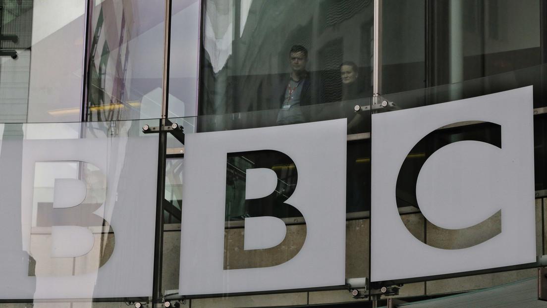 Protestierende gegen Corona-Maßnahmen der Regierung versuchen BBC-Zentrale zu stürmen