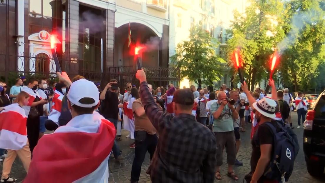 """""""Wir müssen weiterkämpfen"""": Weißrussische Oppositionelle demonstrieren in Warschau und Kiew"""