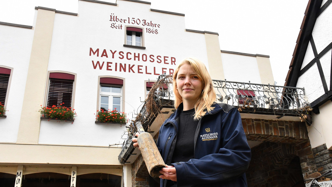 """""""Originalverschlammt"""": Deutsche kaufen """"Flutwein"""", um Produzenten zu unterstützen"""
