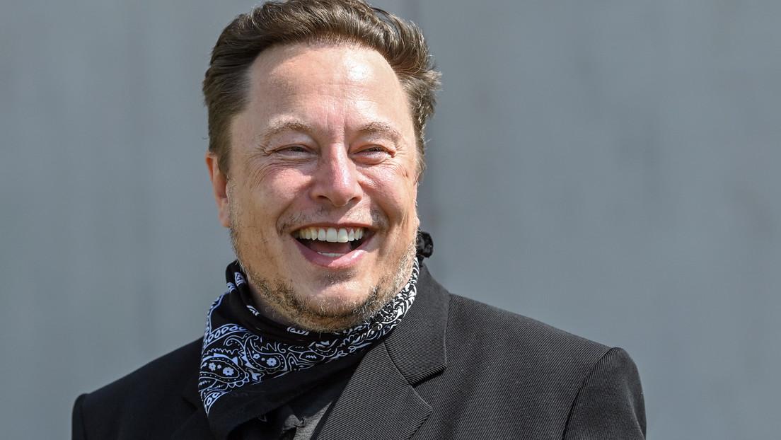 """""""Es regnet so viel"""" – Elon Musk lacht Journalistenfrage zum Wassermangel in Grünheide einfach weg"""