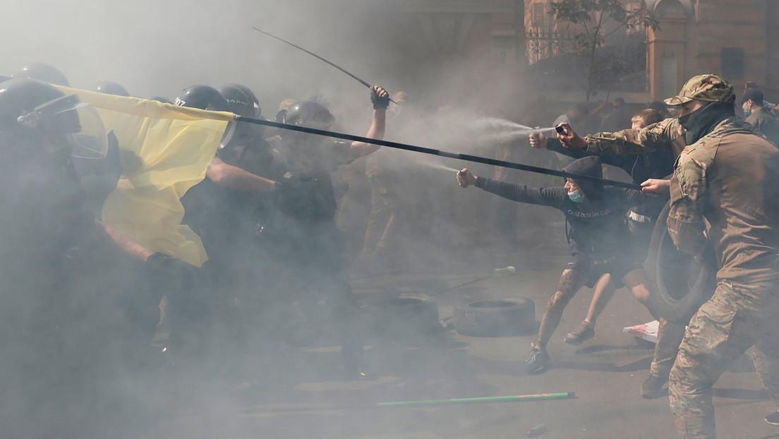 Ukrainische Polizei ermittelt wegen Ausschreitungen vor Präsidentenbüro in Kiew