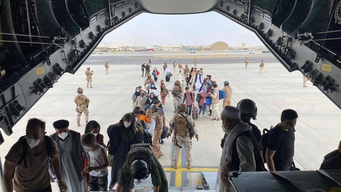 Abschiedsshow auf dem Flughafen Kabul