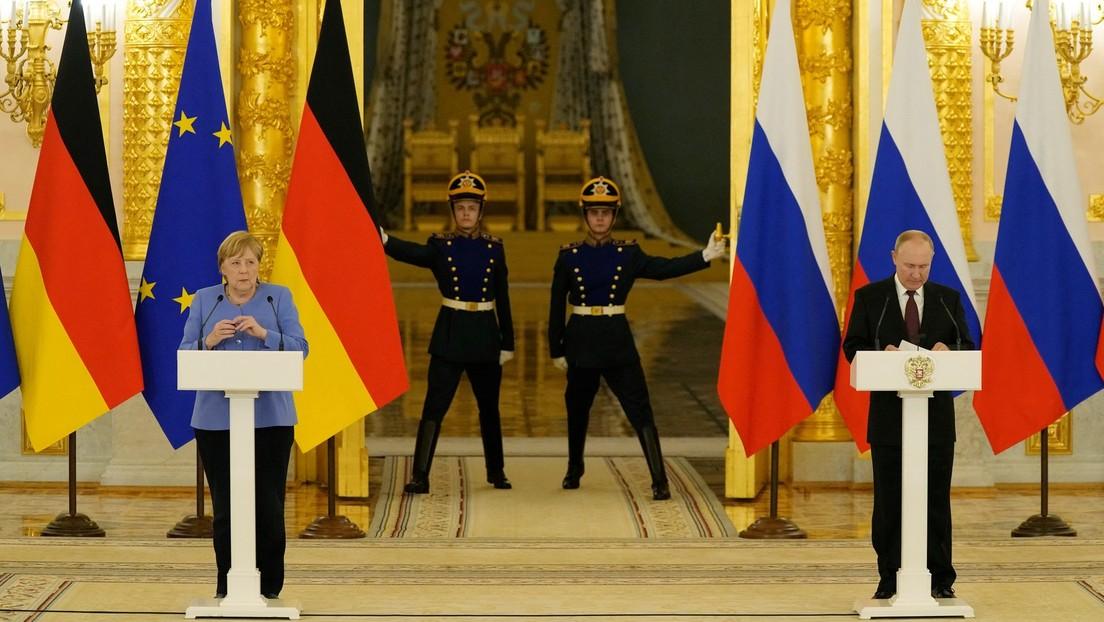 Merkel und Putin bei gemeinsamer Pressekonferenz: Gesprächskanäle trotz Differenzen offen