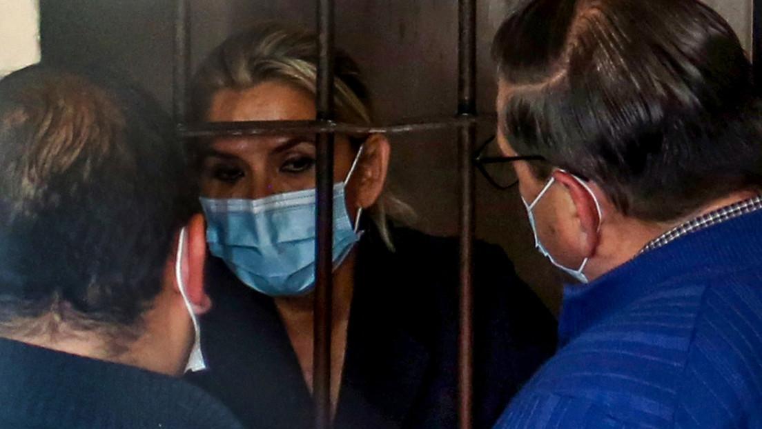 Boliviens Ex-Präsidentin Jeanine Áñez soll sich im Gefängnis selbst verletzt haben