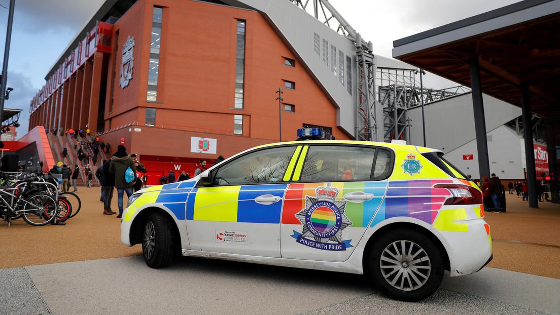 Kritik an Regenbogen-Autos –  britische Polizei soll lieber Messerstecher jagen