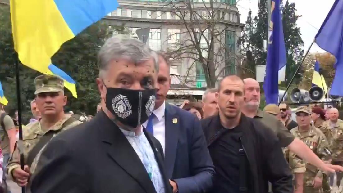 Ukraine: Ex-Präsident Poroschenko am Unabhängigkeitstag mit Chemikalie übergossen