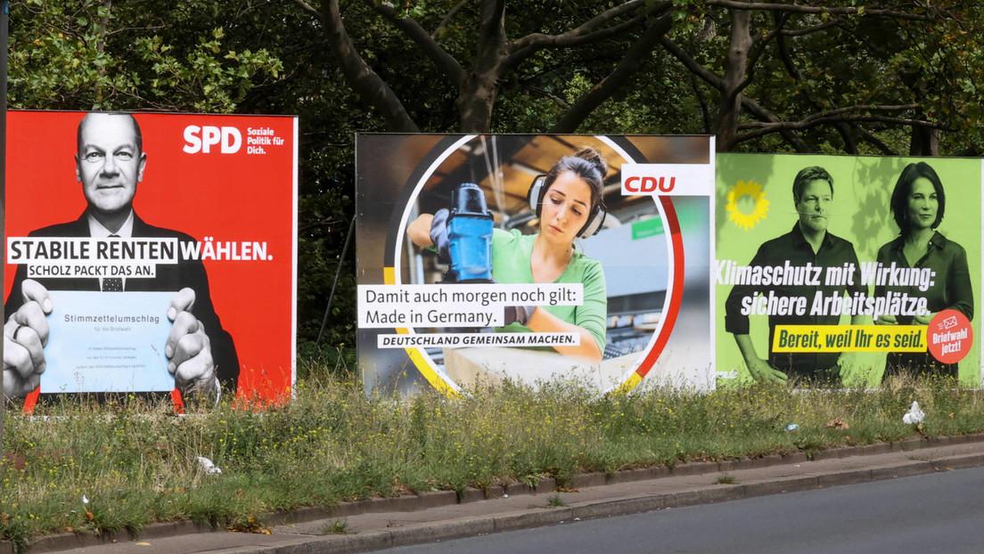 An den Straßen auf und nieder, hängen die Plakate wieder