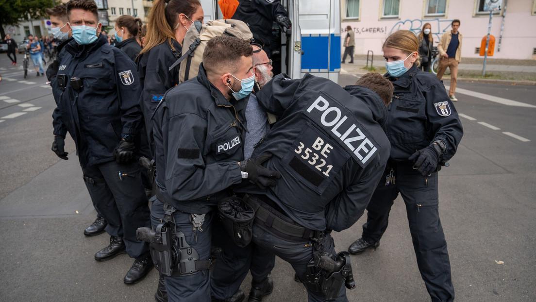 Festnahmen und Rangeleien bei verbotenen Demonstrationen von Maßnahmen-Kritikern in Berlin