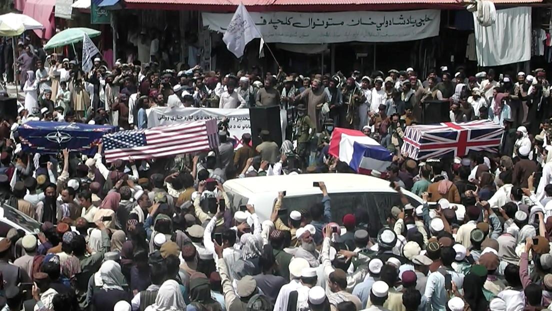 Taliban feiern Abzug der Koalitionstruppen mit Scheinbeerdigung der NATO-Staaten