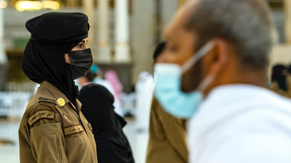 Erste Gruppe von Kadettinnen absolviert Militärausbildung in Saudi-Arabien