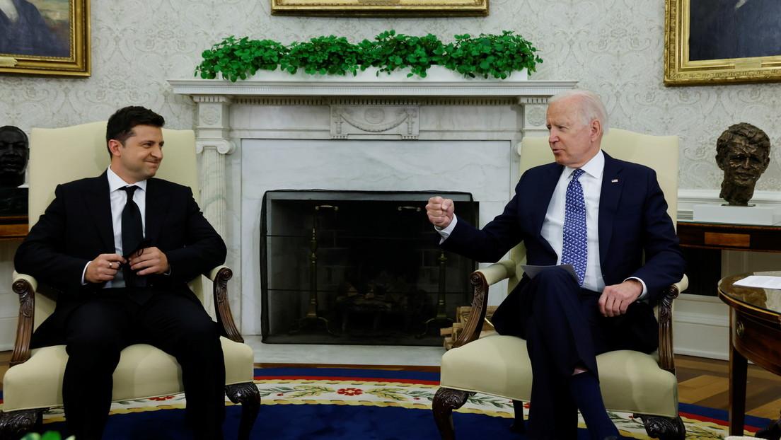 """Biden sichert Selenskij 60 Millionen Dollar für Panzerabwehr gegen """"russische Angriffe"""" zu"""