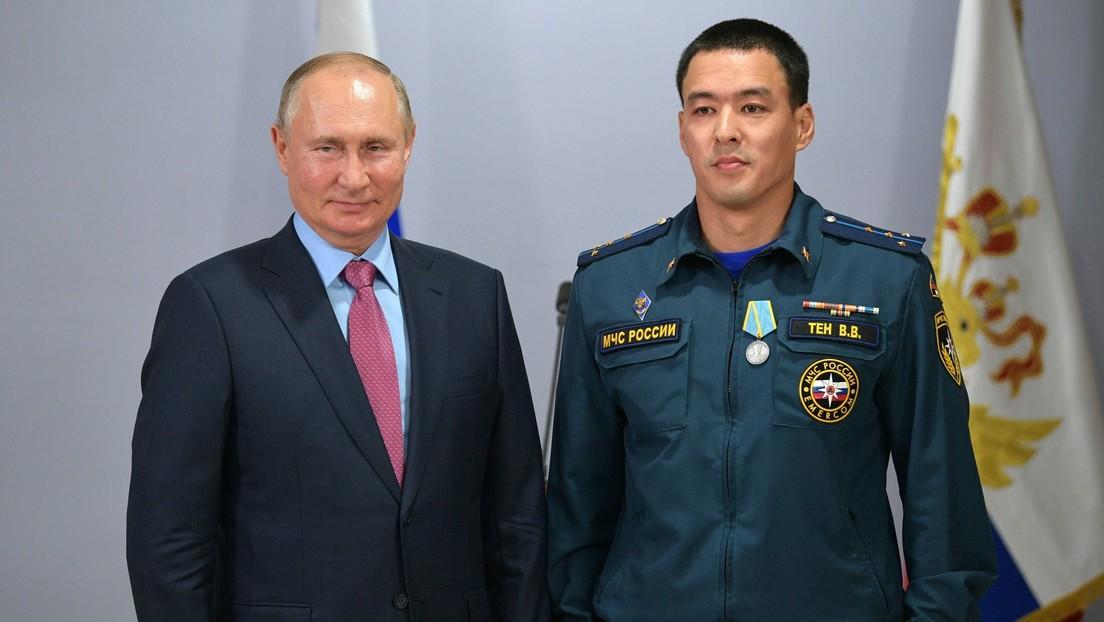 Wladimir Putin zeichnet Rettungskräfte für Bekämpfung von Waldbränden und Überflutungen aus