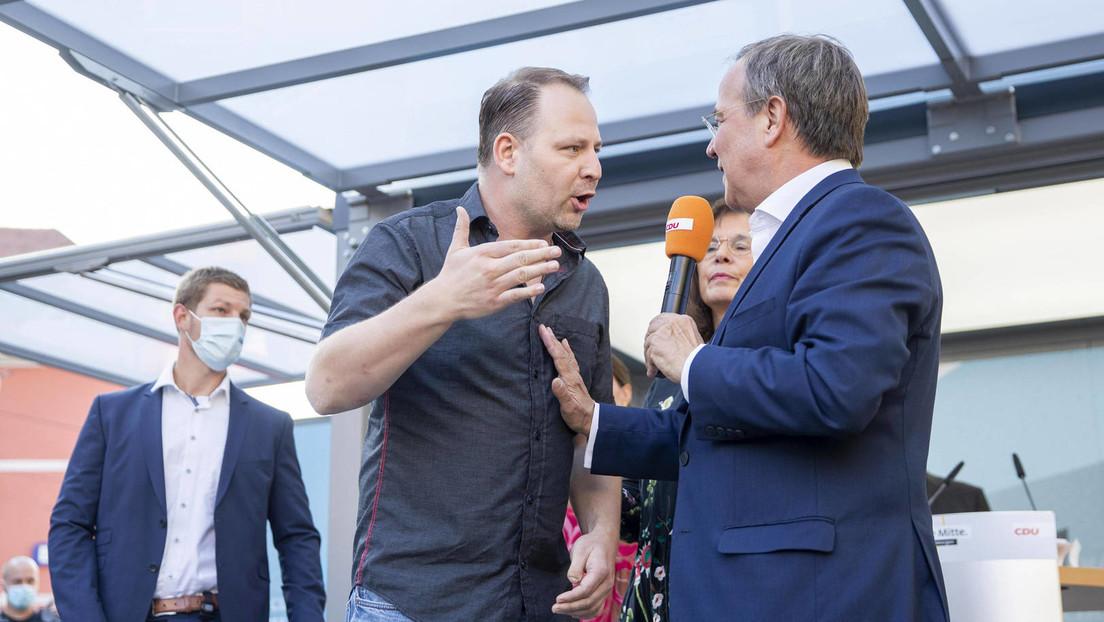 """Wahlkampf: """"Querdenker"""" stürmt Bühne und diskutiert mit Laschet – Lauterbach fassungslos"""