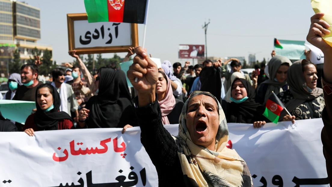 """Kabul: Hunderte Menschen demonstrieren, Taliban-""""Polizisten"""" schießen in die Luft"""