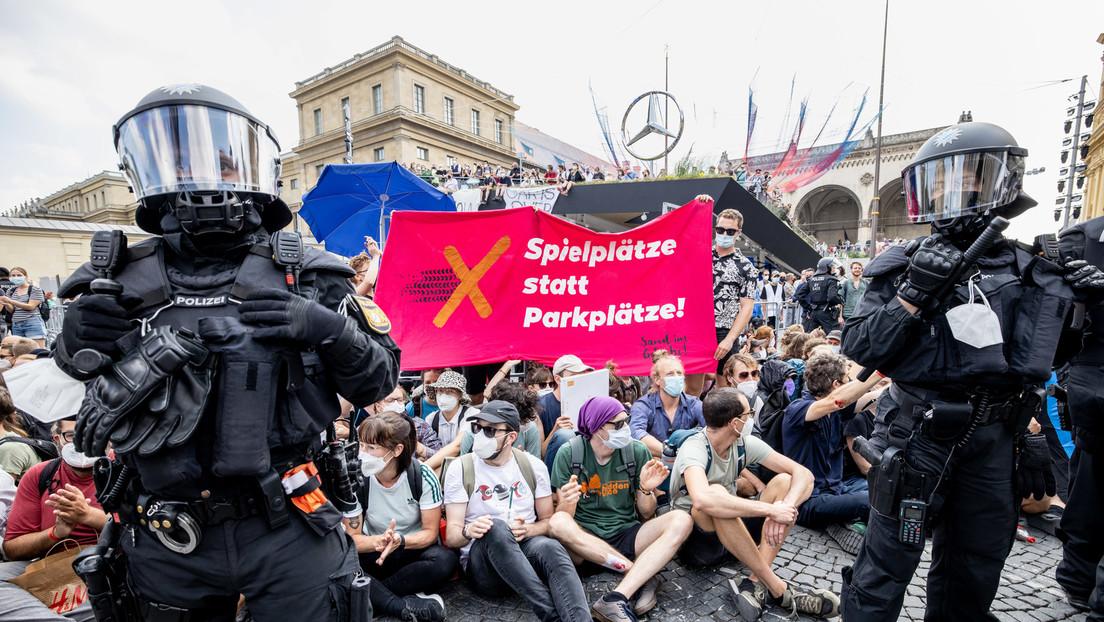 Proteste gegen Internationale Automobil-Ausstellung: Polizei geht gegen Aktivisten vor