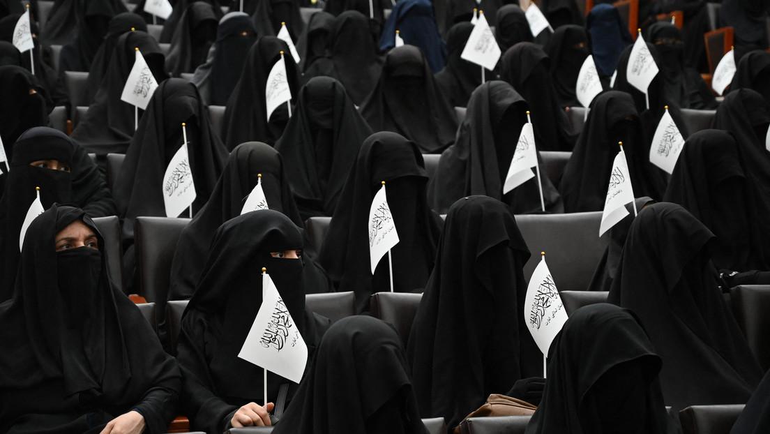 """""""Wir wollen keine Koedukation"""": Vollverschleierte Frauen demonstrieren in Kabul für Taliban"""