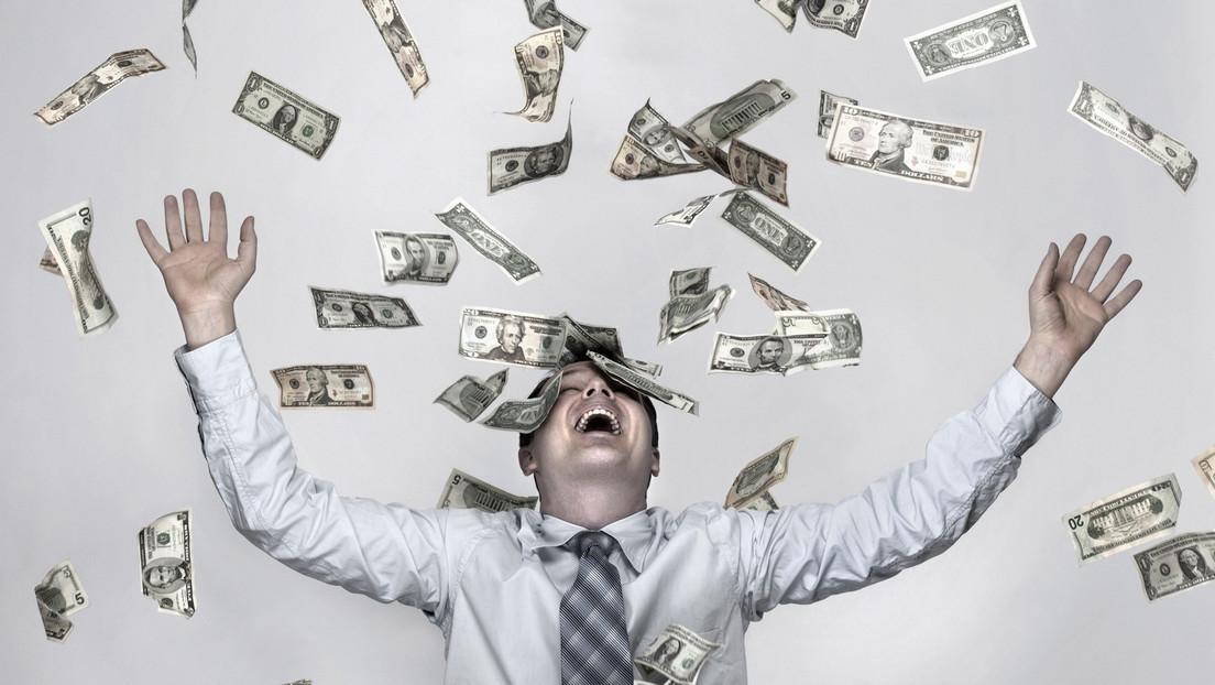 Mann gewinnt über 550.000 Euro im Lotto und verschenkt es an Bekannte und Bedürftige