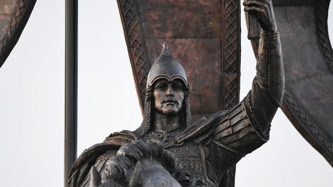 Zwei neue Denkmäler für Alexander Newski warnen vor einer Gefahr aus dem Westen