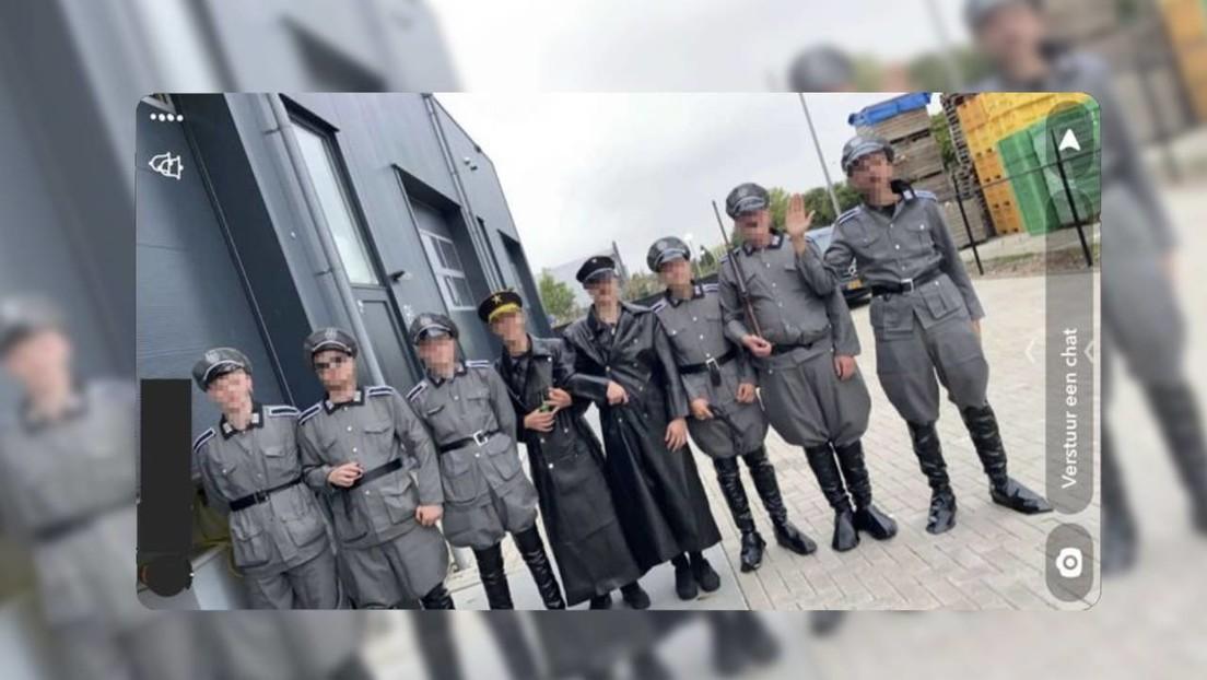 """Protest von Impfgegnern in den Niederlanden: Inszenierte Erschießungen von """"Juden"""" in SS-Uniform"""