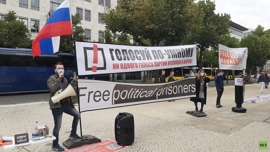 """""""Wer für Putin ist, bitte klatschen"""" – die Nawalny-Anhänger und die Duma-Wahl in Berlin"""