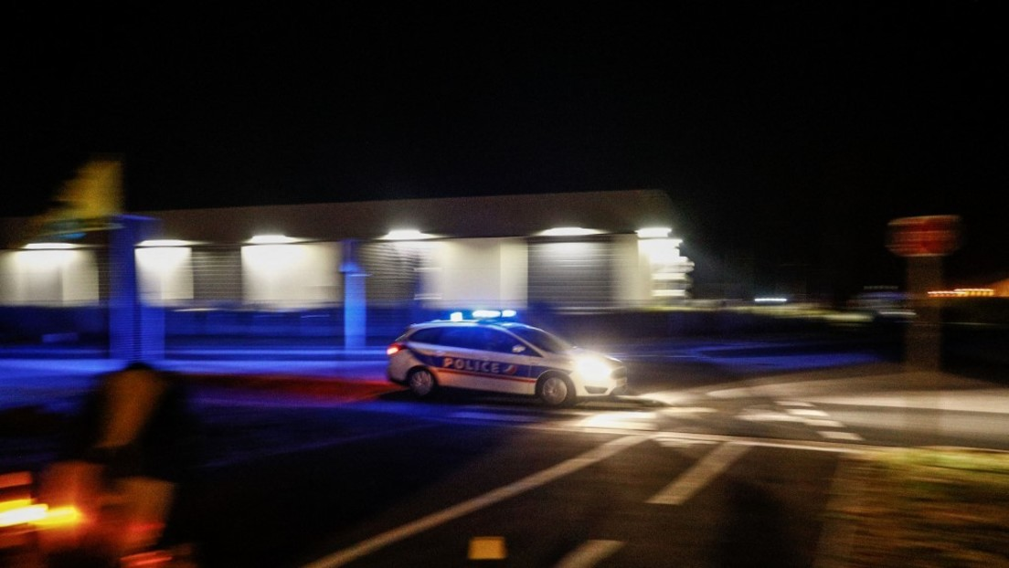 Frankreich: Polizist schlägt und tritt am Boden liegenden Mann