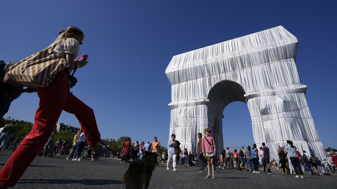 Das Projekt von Christo und Jeanne-Claude: Verhüllung des Arc de Triomphe in Paris