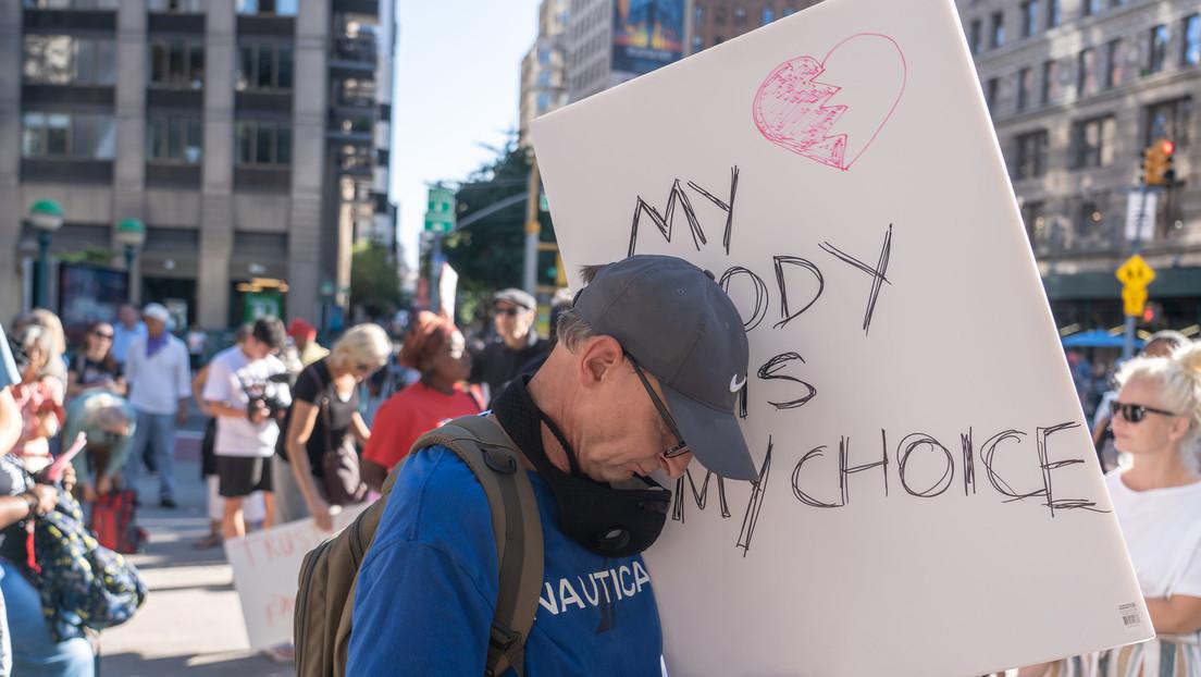 """""""Mein Körper, meine Entscheidung"""": Protestierende in ganz New York fordern Aufhebung der Impfpflicht"""