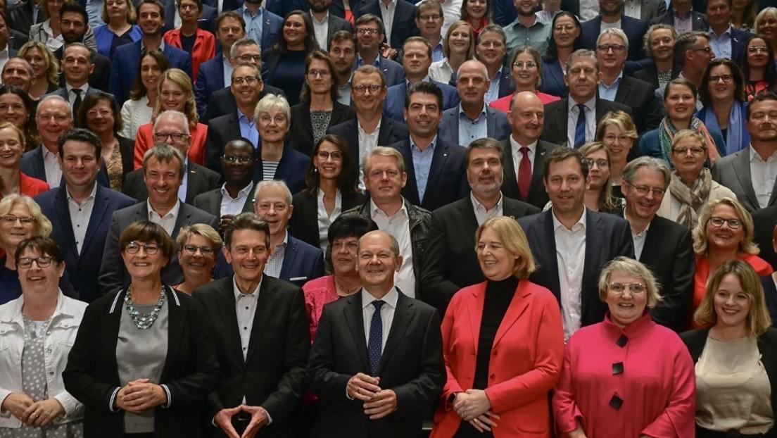 Gruppenkuscheln ohne Masken und Mindestabstand: SPD-Fraktion in der Kritik