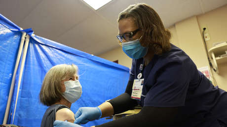 Kaum Meldungen über COVID-19-Tote, aber viele über Todesfälle nach der Impfung