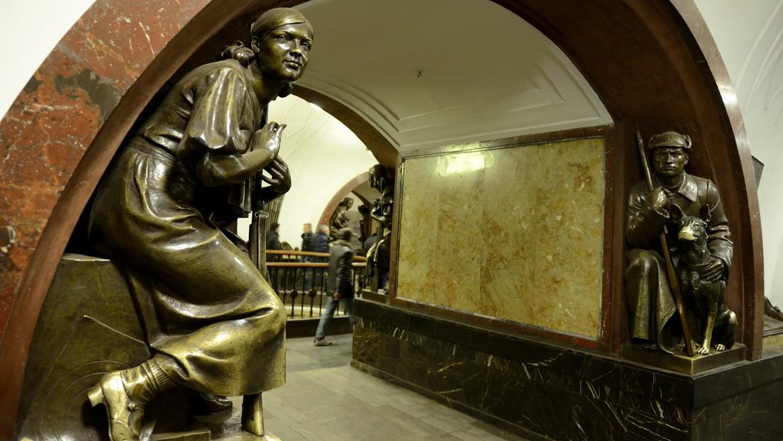 Zwischenfall in Moskauer Metro: Junger Mann verteidigt eine Frau und wird brutal verprügelt