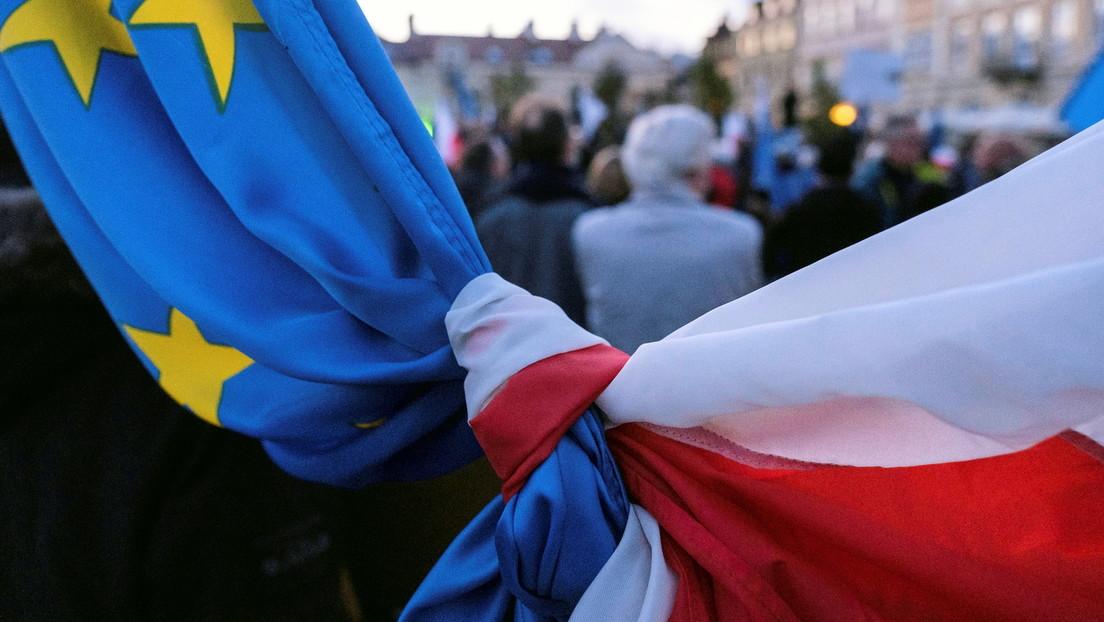 """Tausende protestieren in Polen gegen Urteil des Verfassungsgerichts: """"Unser Platz ist in der EU"""""""