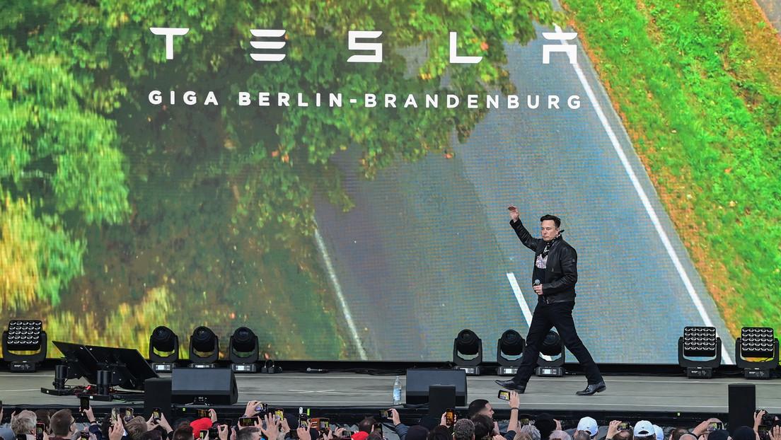 Tag der offenen Tür bei Tesla in Grünheide: Tausende Besucher und Gegendemos