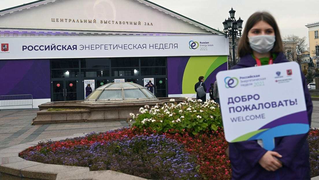 """LIVE: Wladimir Putin nimmt an Plenarsitzung des Forums """"Russische Energiewoche"""" teil (Deutsch)"""