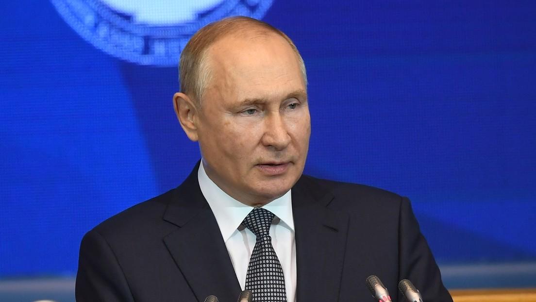 Putin auf dem Eurasischen Frauenforum: Frauen sollen nicht zwischen Familie und Beruf wählen müssen