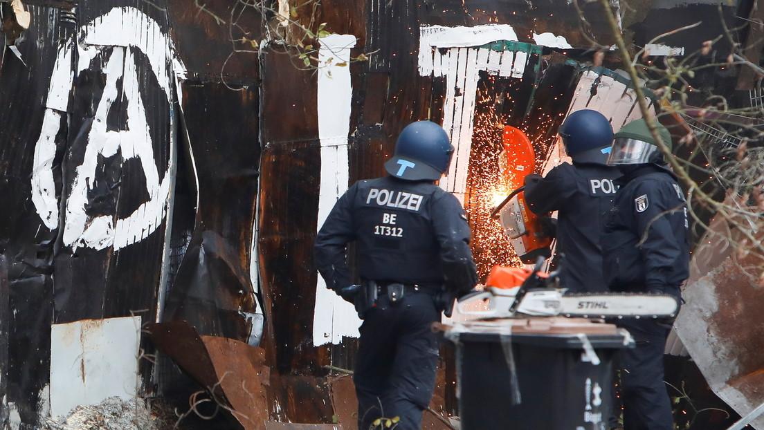 """LIVE: Räumung des Berliner linken Projekts """"Köpi"""" – 2000 Polizisten im Einsatz"""