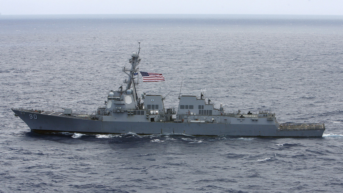 Russisches Kriegsschiff hindert US-Zerstörer an Eindringen in russische Territorialgewässer